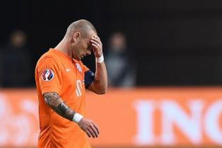 Pemain Belanda, Wesley Sneijder, merasa terpukul atas kegagalan timnya lolos ke Piala Eropa 2016.