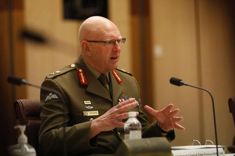 Kepala gugus tugas vaksinasi Australia Letnan Jenderal John Frewen.