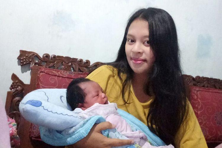 Putri Cantrang bersama ibunya Chandra Sinta Dewi