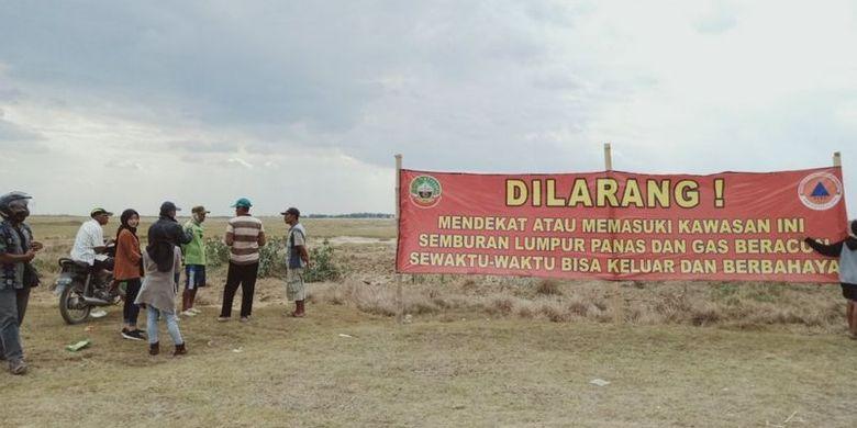 Suasana di dekat lokasi semburan mud volcano di area Kesongo, Desa Gabusan, Kecamatan Jati, Blora, Jumat (28/08).