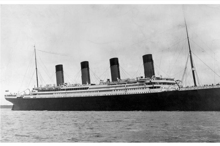 Kapal Titanic menggunakan radio temuan Marconi dan berhasil menghubungi kapal lain untuk menampung 700 penumpang Titanic yang selamat