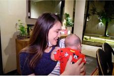 Gendong Kiano, Luna Maya: Bayi Aja Nyaman