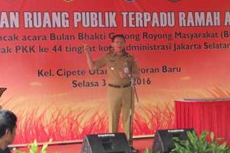 Gubernur DKI Jakarta Basuki Tjahaja Purnama saat meresmikan ruang publik terpadu ramah anak (RPTRA) Vila Taman Sawo, di Cipete Utara, Jakarta Selatan, Selasa (31/5/2016).