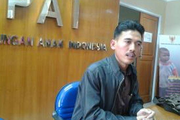 Ketua Komisi Perlindungan Anak Indonesia (KPAI) memberikan keterangan terkait kekerasan di Jakarta Timur kepada wartawan di Gedung KPAI, Jakarta, Senin (5/5/2014).