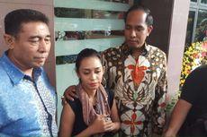 Dulu Menolak, Ini Alasan Karen Pooroe Kini Setuju Jenazah Anaknya Diotopsi