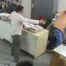 Ingatkan Pakai Masker, Perempuan Ini Malah Dipukul Teman Kantornya