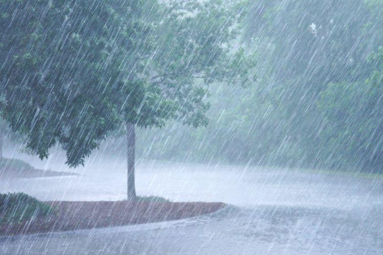 Ilustrasi hujan di musim kemarau di Indonesia.
