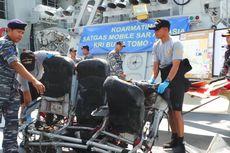 Delapan Hari Cari AirAsia QZ8501, KRI Bung Tomo Bawa Puing Pesawat ke Surabaya