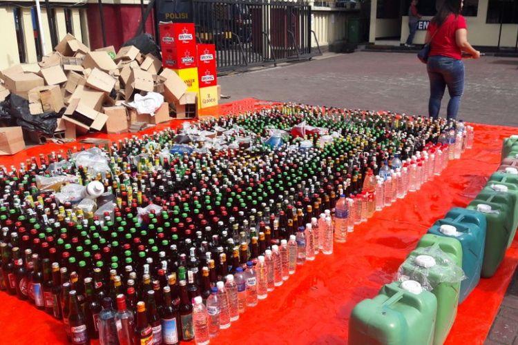 Polres Metro Jakarta Pusat memusnahkan 2.109 botol minuman keras (miras)  yang didapatkan dari hasil razia  operasi cipta kondisi peredaran miras oplosan dan tak berizin periode Januari hingga awal April 2018,  Senin (9/4/2018).