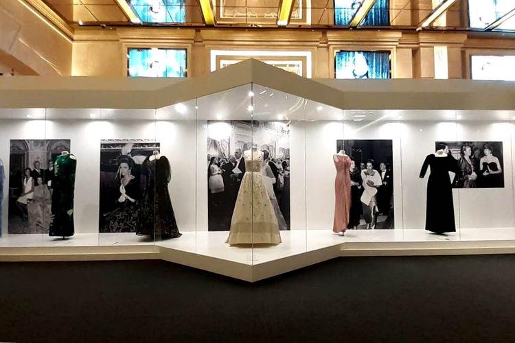 Berbagai macam gaun milik Putri Grace Kelly. Barang-barang pribadi mantan aktris Hollywood ini dipamerkan di Galaxy Macao dalam pameran berjudul Grace Kelly-From Hollywood to Monaco.