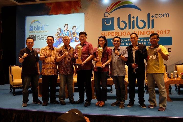 Untuk edisi 2017 ini, trofi akan diperebutkan 11 perkumpulan pada dua kategori, U-17 dan U-19 dalam Blibli.com Superliga Junior 2017 yang akan dihelat di GOR Djarum, Magelang, Jawa Tengah pada 5 hingga 10 Desember mednatang.