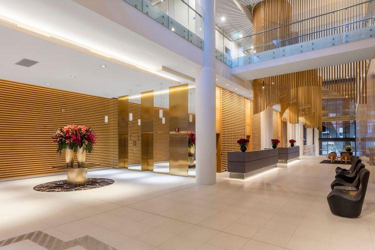 Lobby Skye Hotel Suites