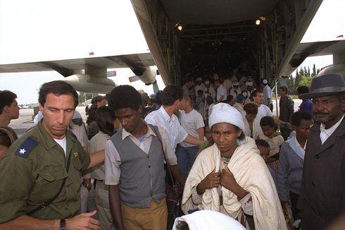 Kisah Operasi Solomon: 1.088 Orang dalam Satu Pesawat, Tambah 2 Penumpang Saat Terbang