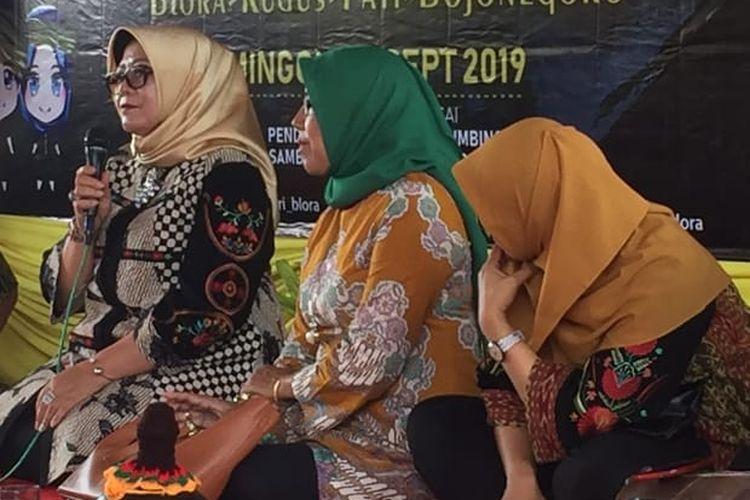 Sekretaris Dirjen Kebudayaan Kemendikbud Sri Hartini disela-sela acara Temu Ageng Sedulur Sikep di bulan September 2019.