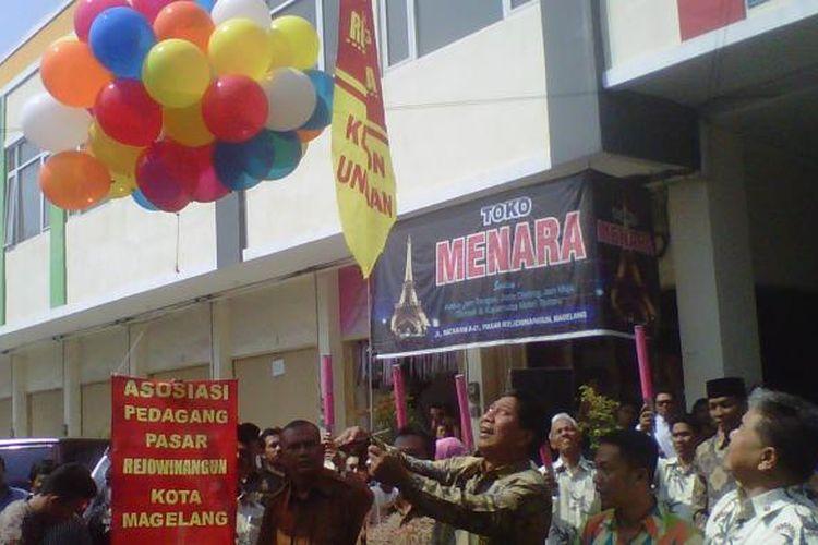 Wali Kota Magelang, Sigit Widyonindito, meluncurkan Grebeg Pasar Rejowinangun, Sabtu (27/6/2015).