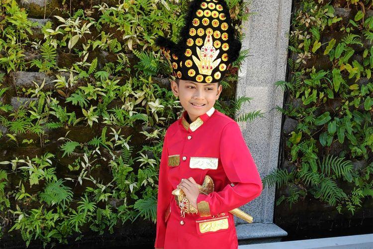 Aditya Perpatih, anak pasangan Siti Murtafiah Mooduto dan Dwi Kurniawan yang viral setelah fotonya menghiasi uang baru pecahan Rp75000. Siswa SDN 27 kota Selatan kota Gorontalo ini menkadi perbincangan banyak orang.