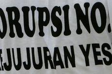 Massa Antikorupsi Jebol Pagar Kantor Gubernur Riau