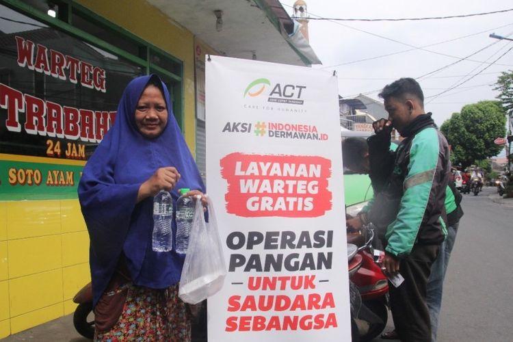 Salah satu warung nasi yang berpartisipasi dalam program Operasi Makan Gratis milik Aksi Cepat Tanggap (ACT).
