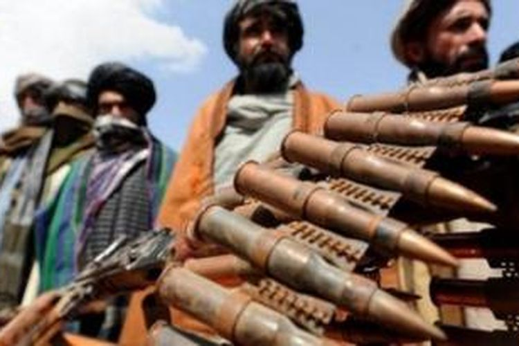 Taliban yang digulingkan pada 2001 oleh pasukan AS, selama 12 tahun terakhir terus memerangi pemerintah Kabul yang disokong negara-negara Barat.