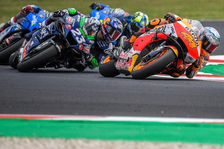 Enea Bastianini saat berlaga pada MotoGP San Marino. (Photo by ANDREAS SOLARO / AFP)