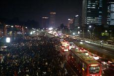 Massa Mahasiswa Merangsek Masuk Tol , Arus Jalan Sempat Tersendat
