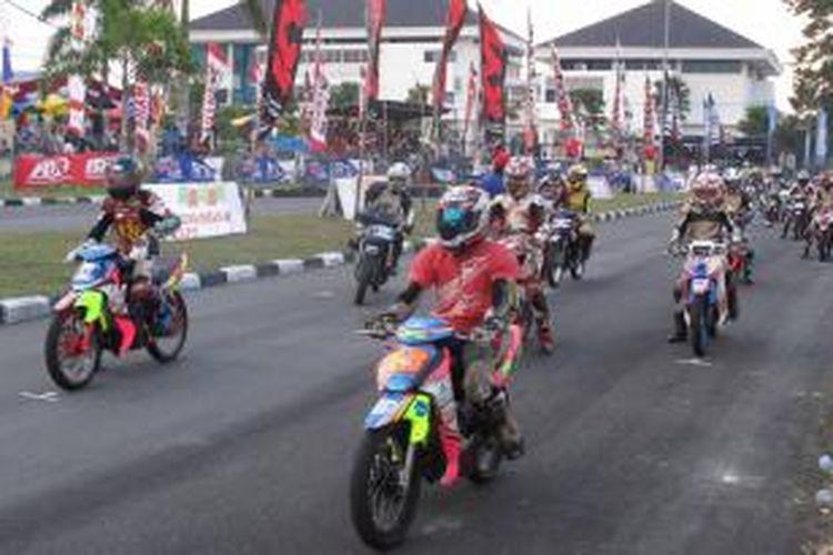 Kualifikasi seri 5 Yamaha Cup Race di sirkuit Kompleks Kantor Gubernur Bangka Belitung, Sabtu (28/9/2013).