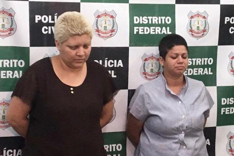 Rosana Candido (kiri) dan pasangannya Kacyla Pessoa saat ditangkap oleh Kepolisian Samambaia, Brasil. Keduanya mengaku bersalah sudah memenggal dan memutilasi putranya yang berusia sembilan tahun.