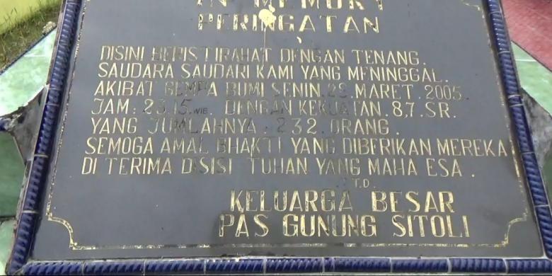 Prasasti mengenang para Korban Gempa Nias, 28 Maret 2005, di Lokasi pekuburan Santiong Baru, Desa Fodo, Kecamatan Gunungsitoli Selatan, Kota Gunungsitoli, Sumatera Utara