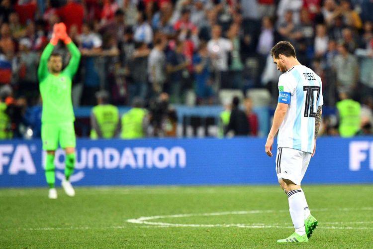 Reaksi Pemain Argentina Lionel Messi seusai Argentina dikalahkan oleh Kroasia dalam babak penyisihan grup D Piala Dunia 2018, di Nizhny Novgorod, Kamis (21/6/2018) atau Jumat dinihari WIB. Kekalahan dengan skor 3-0 ini membuat Argentina di ujung tanduk.