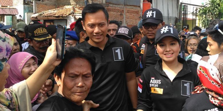 Calon gubernur DKI Jakarta nomor pemilihan satu, Agus Harimurti Yudhoyono, kampanye ke Kelurahan Bungur, Kecamatan Senen, Jakarta Pusat, Selasa (10/1/2017). Kampanye kali ini Agus ditemani sang istri, Annisa Pohan.