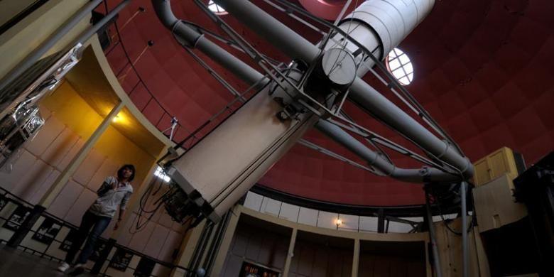 Refraktor ganda Zeiss sumbangan KAR Bosscha di Observatorium Bosscha, Lembang, Bandung Barat.