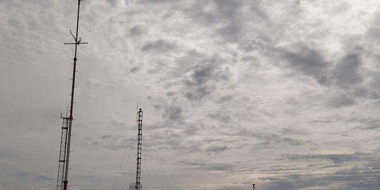 Peralatan BMKG Jambi di kawasan Bandara Sultan Thaha untuk memprakirakan cuaca di Jambi.