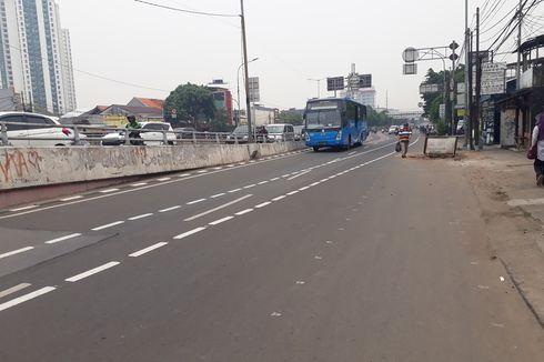 Berbahaya, Jalur Sepeda di Jalan Pramuka Memotong Jalan dan Masuk Busway