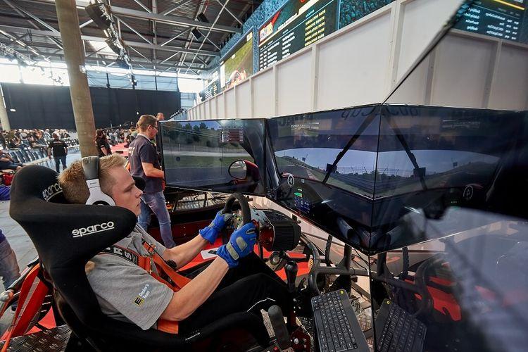 Indonesia jadi sekian negara yang mulai mengembangkan digital motorsport, salah satunya lewah game simulator balap.