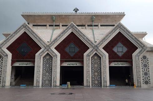 Masjid At-tin TMII Gelar Shalat Tarawih, Kapasitas Maksimal 50 Persen