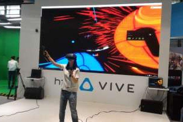 Mobile World Congress Shanghai 2016 menghadirkan beragam pameran game berbasis Virtual Reality, Rabu (29/6/2016)