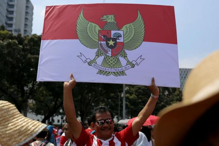 Ratusan warga dari berbagai wilayah berkumpul untuk mengikuti Parade Bhineka Tunggal Ika di kawasan Patung Kuda, Jalan MH Thamrin, Jakarta Pusat, Sabtu (19/11/2016). Warga mengikuti Parade Bhinneka Tunggal Ika untuk merekatkan kembali rasa persatuan bangsa dan juga menjadi momentum refleksi atas sejumlah kejadian yang terjadi beberapa waktu belakangan, seperti pengeboman Gereja Oikumene, Sengkotek, Samarinda, Kalimantan Timur, pada 13 November 2016.
