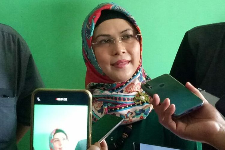 Putri Wakil Presiden RI Maruf Amin, Siti Nur Azizah mendatangi Kantor Dewan Pimpinan Cabang Partai Persatuan Pembangunan (DPC PPP) Tangsel yang berada di Jalan Raya Parakan, Pamulang, Tangsel, Selasa (22/10/2019).
