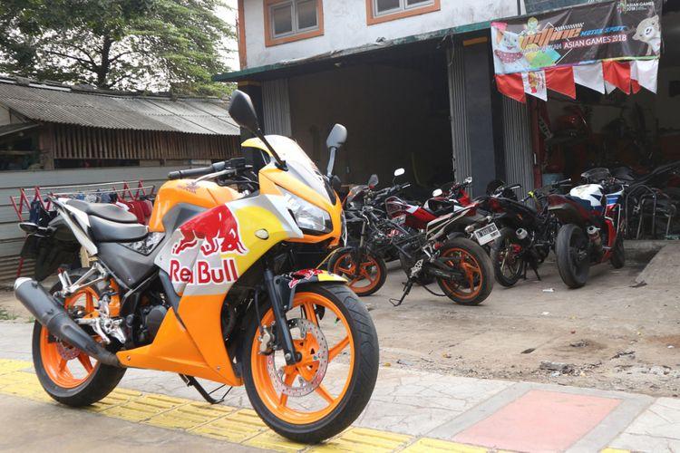 Bengkel spesialis Honda CBR250 Thailand Pitline Motor Sport di Duren Sawit Jakarta Timur.