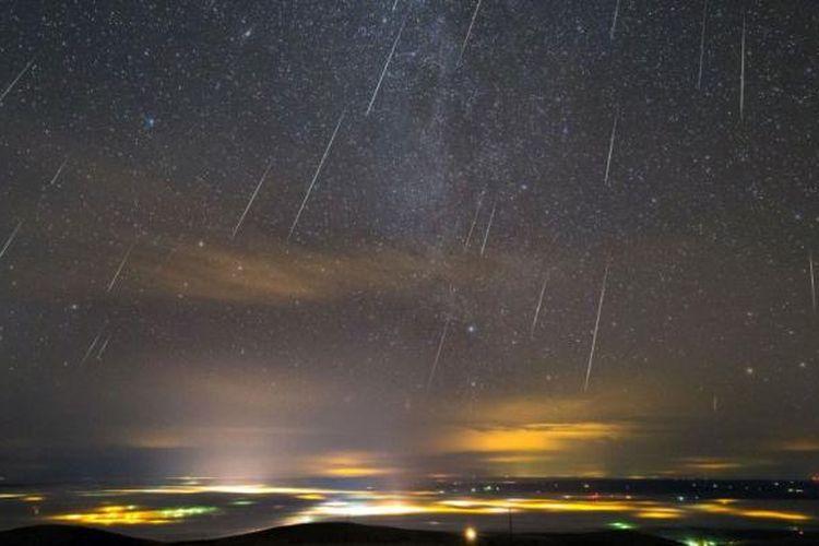 Foto hujan meteor Geminid di Portland, Oregon, Amerika Serikat yang diambil oleh Thomas W Earle dikutip situs web Universe Today, Rabu (23/12/2015).