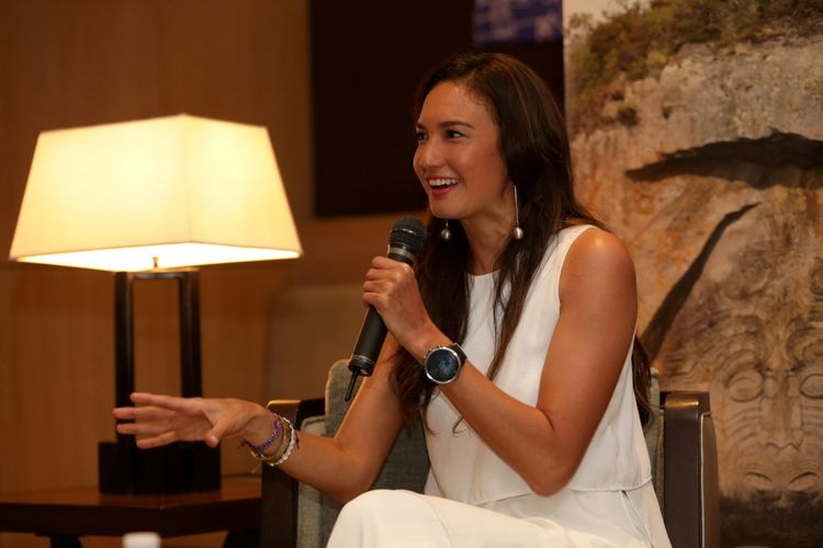 Nadine Chandrawinata berbicara dalam jumpa pers acara Tourism New Zealand di Jakarta, Jumat (5/5/2017). Nadine ditunjuk sebagai Tourism Advocate untuk Tourism New Zealand di Indonesia.
