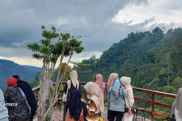 Suasana di Puncak Hill, Gunung Salak, Kecamatan Nisam Antara, Kabupaten Aceh Utara