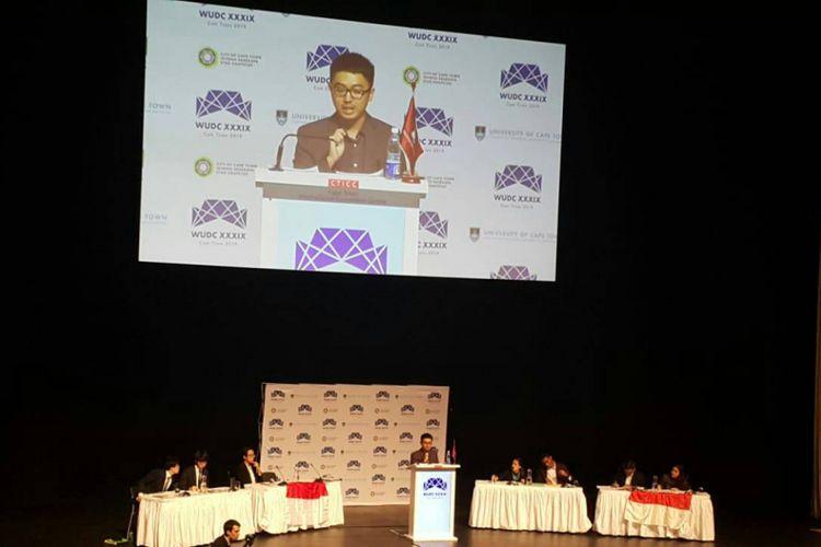 Mahasiswa ITB, Ahmad Kusbay dan Vincentius Michael berhasil meraih gelar Grand Finalist dalam ajang World University Debating Championship (WUDC) 2018 di Cape Town, Afrika Selatan (4/1/2019).