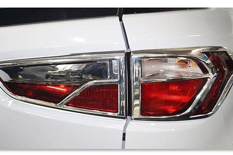 Lampu rem belakang mobil