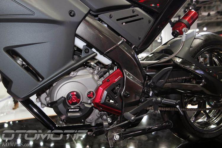 Konsep Yamaha Hyper Slaz berbasis M-Slaz (Xabre di Indonesia) diperkenalkan di Delhi Auto Show 2018.