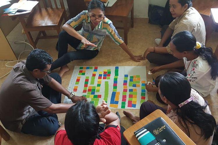 Pelatihan guru dilakukan Gernas Tasaka (Gerakan Nasional Pemberantasan Buta Matematika) kepada guru SD sekitar Sumba Timur dikoordinasi MPS (Masyarakat Pendidikan Sejati) pimpinan Gde Raka, dosen di ITB (28-29/2/2020)