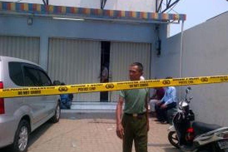 Aksi pembobolan ATM mini market kembali terjadi di Semper Barat, Cilincing Jakarta Utara. Kali ini aksi menggunakan mesin las dan sempat diduga kebakaran oleh para warga setempat.