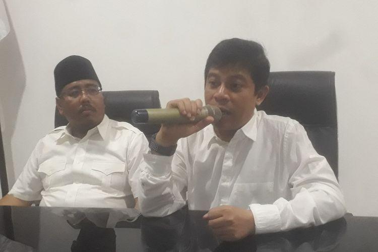 Ketua DPD Partai Gerindra Jatim Soepriyatno  (kanan)