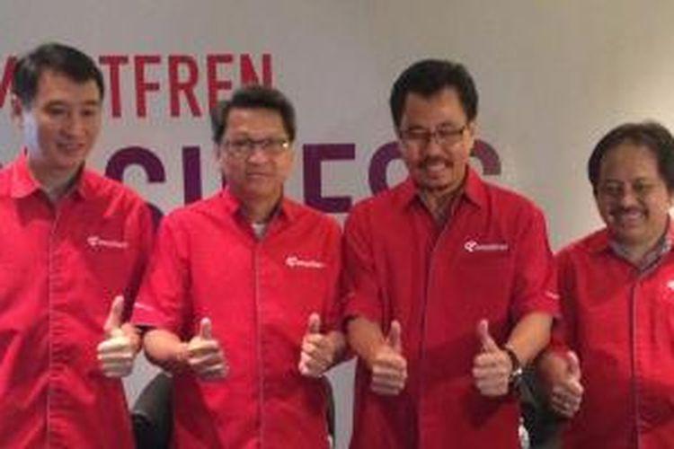 Jajaran direksi Smartfren (dari kiri ke kanan): Direktur Keuangan Antony Susilo, Presiden Direktur Rodolfo Pantoja, Deputy CEO Djoko Tata Ibrahim, Direktur Jaringan Merza Fachys