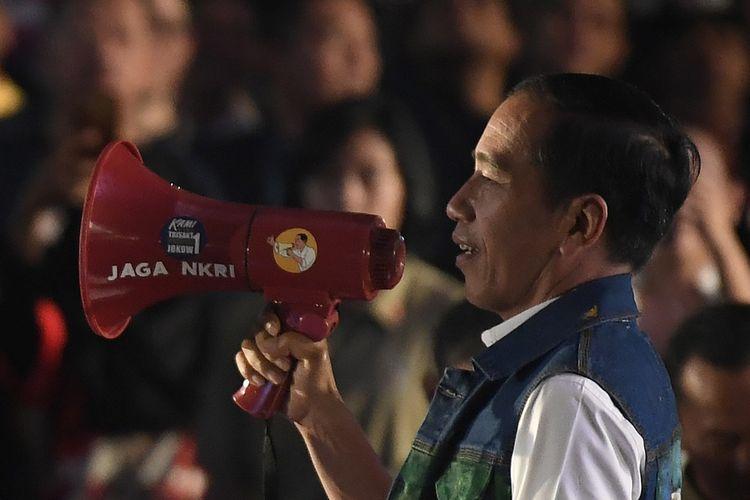 Calon Presiden nomor urut 01 Joko Widodo menyampaikan sambutan saat menghadiri Deklarasi Alumni Trisakti Pendukung Jokowi di Jakarta, Sabtu (9/2/2019). Alumni Trisakti Pendukung Jokowi mendeklarasikan dukungan untuk memenangkan capres-cawapres Joko Widodo-Maruf Amin pada Pilpres 2019. ANTARA FOTO/Puspa Perwitasari/aww.